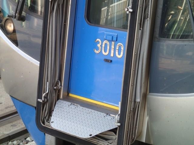 P3276881